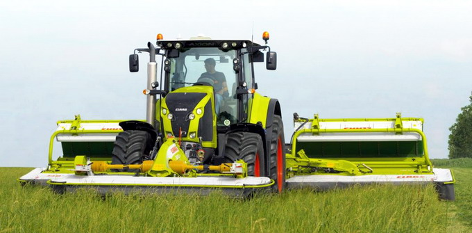 Tractorul CLAAS AXION 870