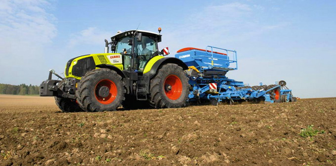 Tractorul CLAAS AXION 870 - Stage IV