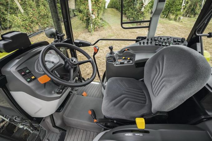 tractor NEXOS - interior cabina