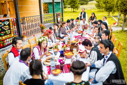 Nunta traditionala romaneasca pentru doi tineri coreeni